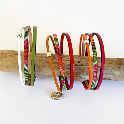 bracelets manchette, jonc, lanières en cuir et argent plaqué avec fermoirs magnétiques.
